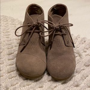 Toms  Suede Wedge Booties SZ 7M